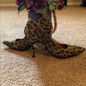 Sam and Libby pointes leopard heel!